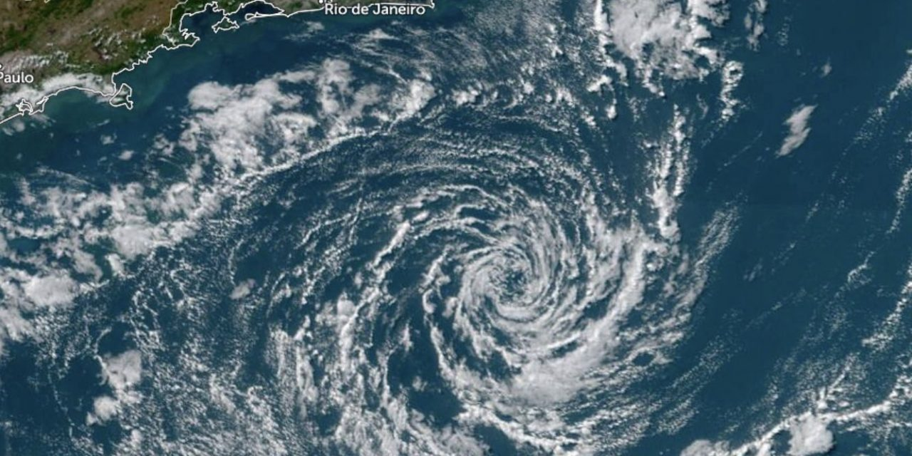"""<span class=""""entry-title-primary"""">Ciclone Raoni chega ao litoral do Rio de Janeiro e é rebaixado</span> <h2 class=""""entry-subtitle"""">Um dos ciclones mais interessantes da história recente do Atlântico Sul e que surgiu na costa da Argentina e agora está na costa do Sudeste do Brasil </h2>"""