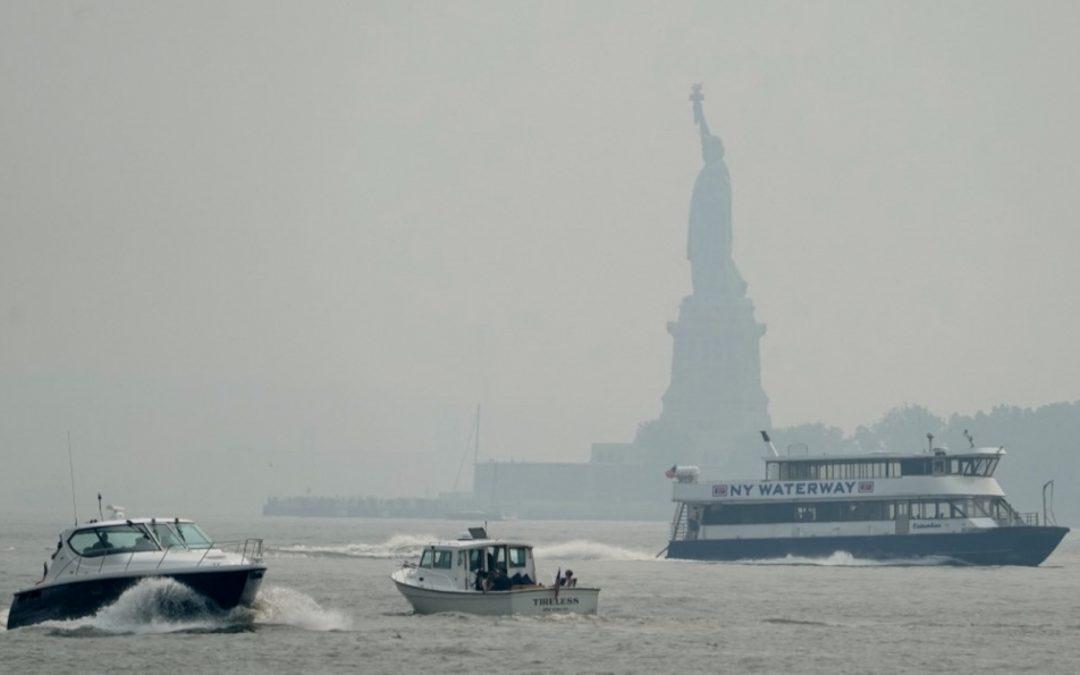 Nova York com ares de Cuiabá Céu acinzentado e coberto de fumaça em Manhattan surpreende moradores e força alertas de má qualidade do ar