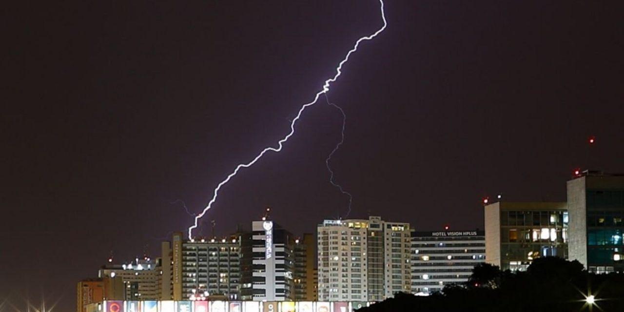 """<span class=""""entry-title-primary"""">Chuva em Brasília após longo período seco de 75 dias</span> <h2 class=""""entry-subtitle"""">Capital federal tem uma noite de tempo instável, mas chuva só começa a ficar mais frequente a partir de setembro e outubro </h2>"""