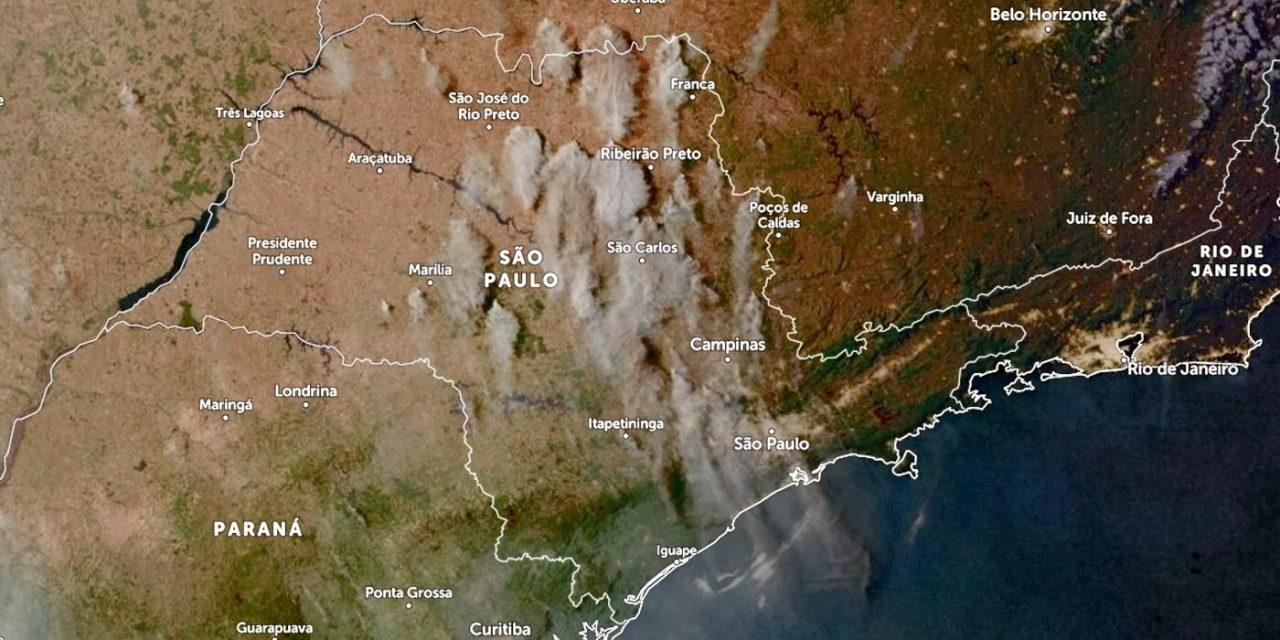 """<span class=""""entry-title-primary"""">São Paulo tem precipitação de fuligem por queimadas</span> <h2 class=""""entry-subtitle"""">Grande número de focos de incêndios era observado neste domingo no interior paulista em meio a uma grave estiagem com intenso calor </h2>"""