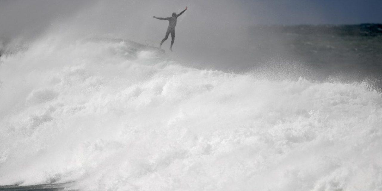 """<span class=""""entry-title-primary"""">Ciclone bomba, ondas gigantes e frio recorde na Austrália</span> <h2 class=""""entry-subtitle"""">Sydney teve o dia mais frio em agosto em um quarto de século e mar subiu como só ocorre a cada duas décadas com ondas de até 14 metros </h2>"""