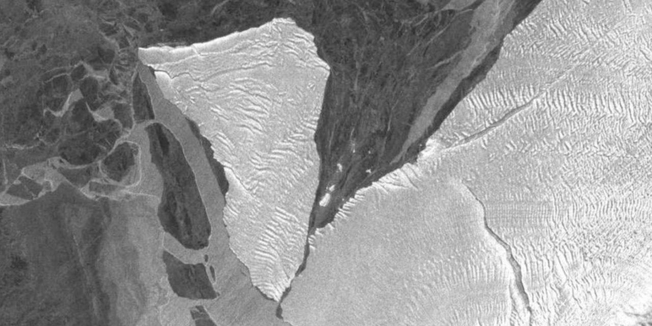 """<span class=""""entry-title-primary"""">Iceberg sem rumo na Antártida</span> <h2 class=""""entry-subtitle"""">Enorme iceberg A74 à deriva na Antártida ameaça à segurança de uma estação polar britânica que teve o seu pessoal evacuado </h2>"""