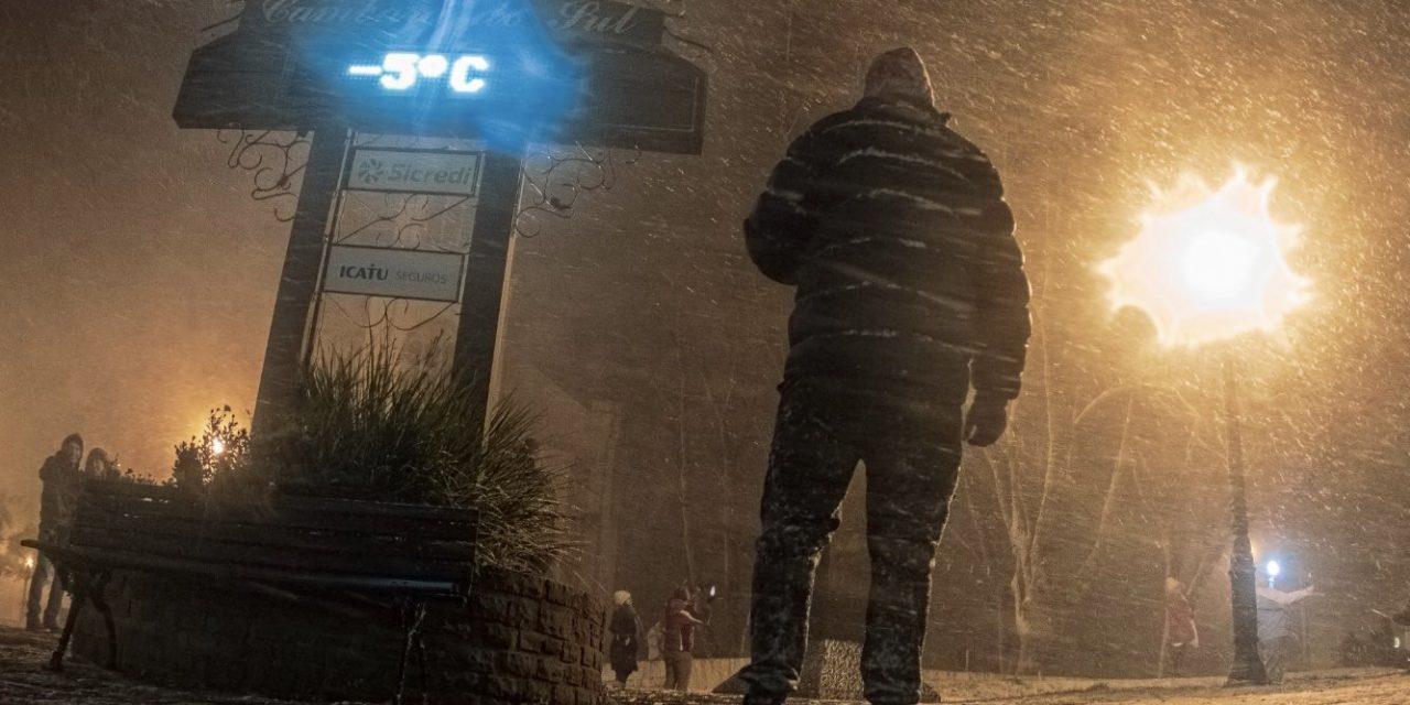 """<span class=""""entry-title-primary"""">Inverno está longe do fim e risco de geada tardia é alto</span> <h2 class=""""entry-subtitle"""">Pior do inverno está ficando para trás e dias gelados devem se tornar menos frequentes, mas a MetSul alerta que é alto o risco de frio e geada tardios neste ano que pode alcançar a primavera</h2>"""
