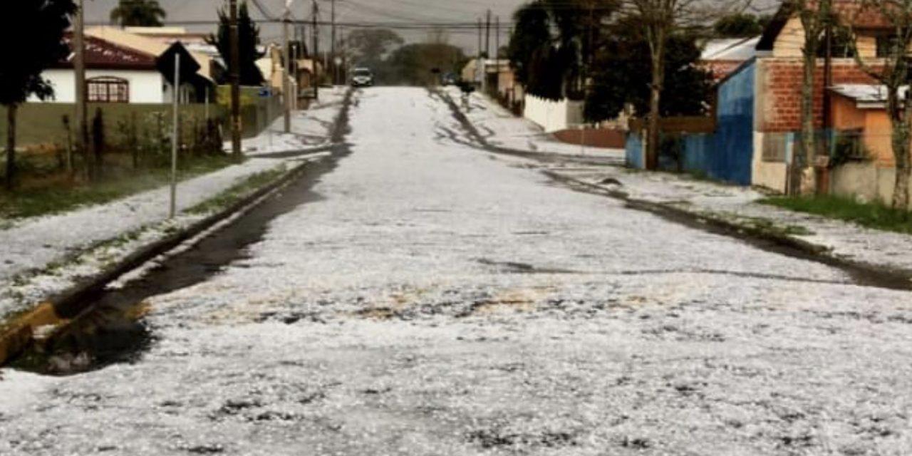 """<span class=""""entry-title-primary"""">O que causou o granizo no Paraná</span> <h2 class=""""entry-subtitle"""">Fortes temporais com granizo atingiram entre a madrugada e a manhã desta segunda-feira a Região Metropolitana de Curitiba </h2>"""