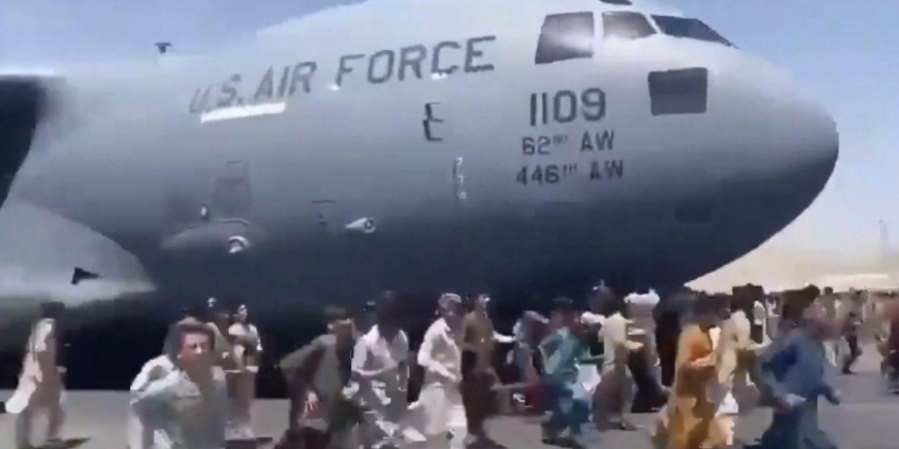 """<span class=""""entry-title-primary"""">Imagens de satélite mostram fuga desesperada do Afeganistão</span> <h2 class=""""entry-subtitle"""">Imagens em alta resolução da empresa Maxar registraram o caos que tomou conta do Aeroporto de Cabul na segynda</h2>"""