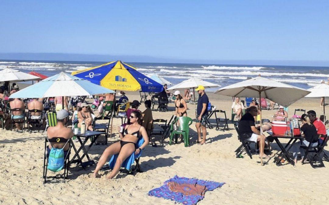 Deu praia! Sol apareceu no Litoral Norte do Rio Grande do Sul neste sábado de começo de feriadão farroupilha
