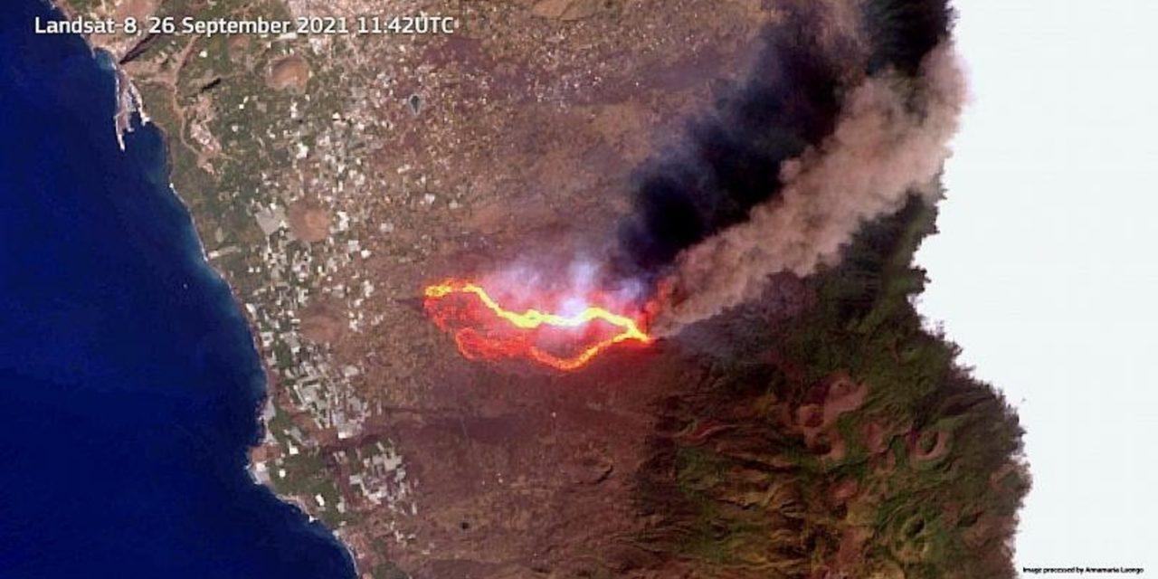 """<span class=""""entry-title-primary"""">Satélites registram rios de lava da erupção em La Palma</span> <h2 class=""""entry-subtitle"""">Vulcão Cumbre Vieja teve breve períodos de calmaria na manhã desta segunda-feira e voltou a ter atividade explosiva </h2>"""