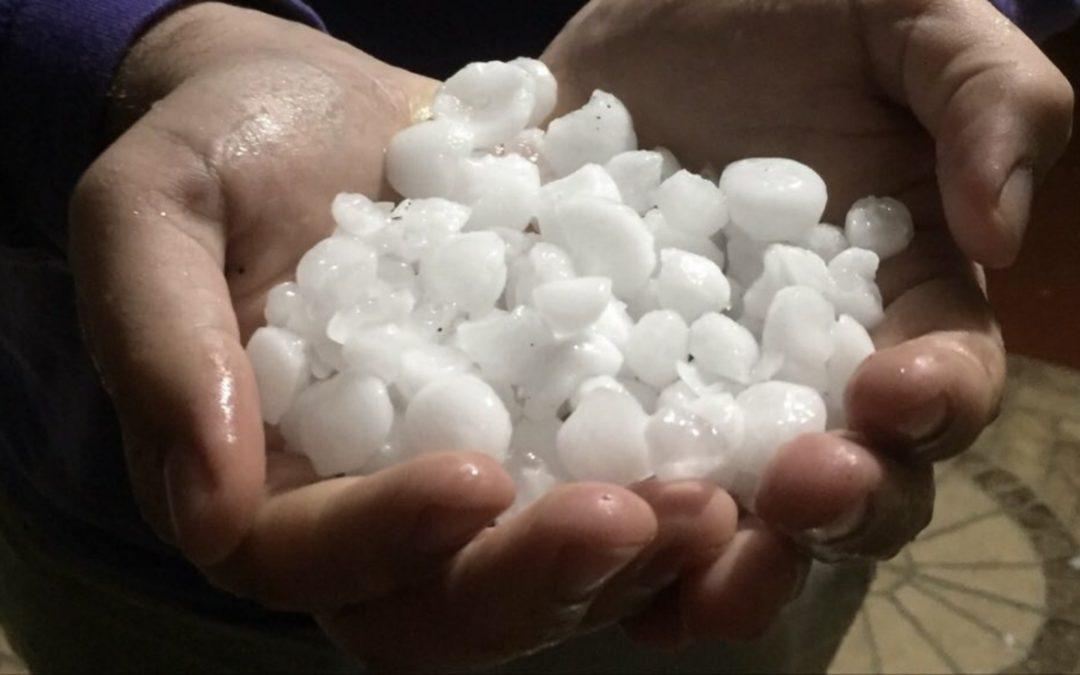 Temporais de chuva forte e granizo avançam e trazem estragos Feriado começou com fortes temporais de granizo e prejuízos pelos danos das tempestades em alguns municípios