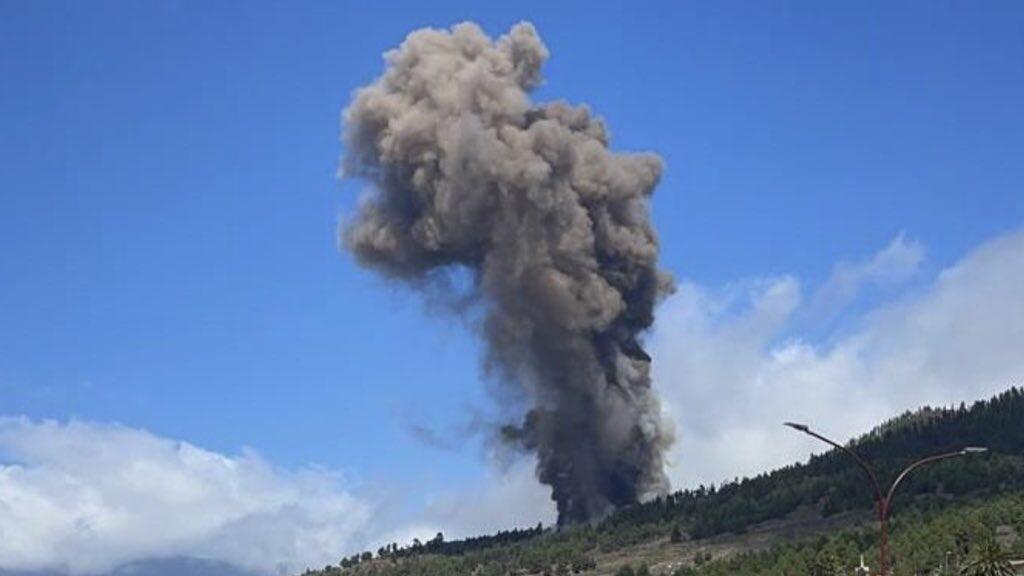 """<span class=""""entry-title-primary"""">Vulcão entra em erupção em Las Palmas após alerta nas ilhas Canárias</span> <h2 class=""""entry-subtitle"""">Possibilidade de uma grande erupção de Cumbre Vieja trazer um tsunami no Brasil é pequena, segundo especialistas.</h2>"""