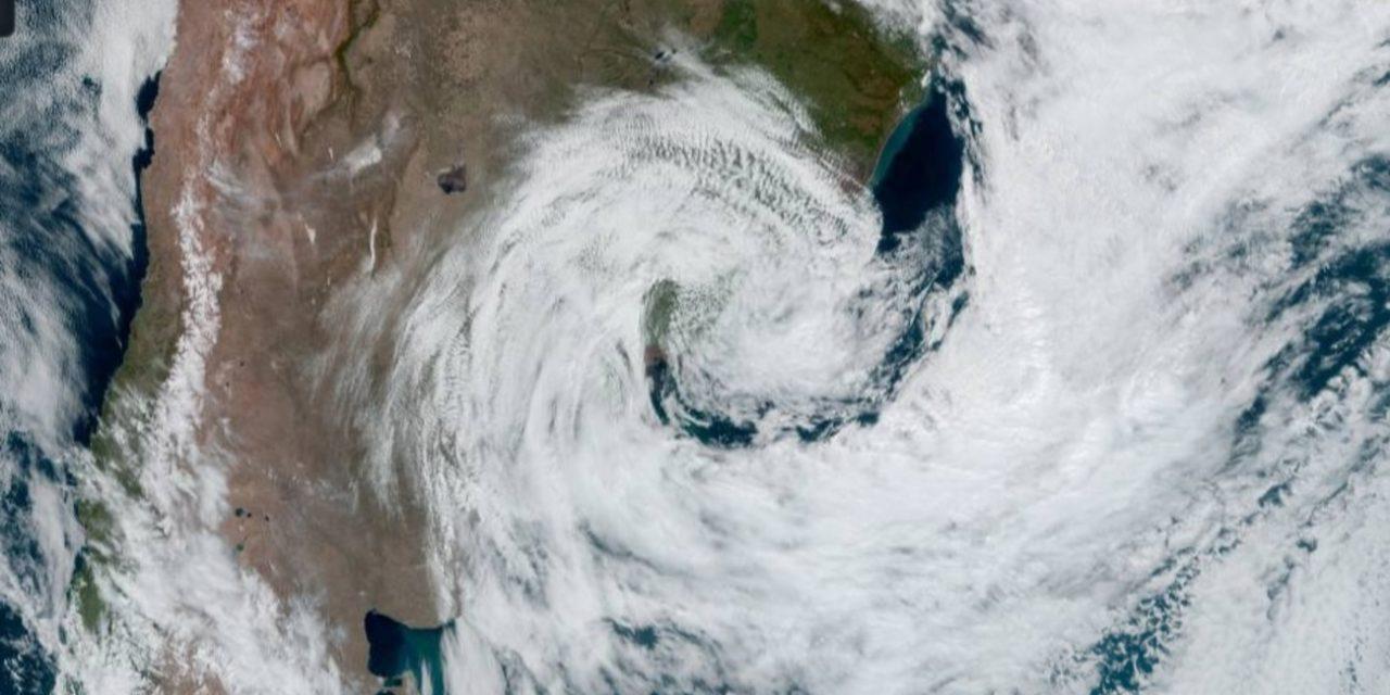 """<span class=""""entry-title-primary"""">Ciclone entre Argentina, Uruguai e Rio Grande do Sul traz ventania e estragos</span> <h2 class=""""entry-subtitle"""">Rajadas mais fortes associadas ao ciclone extratropical ocorreram na Argentina com danos na costa de Buenos Aires. </h2>"""