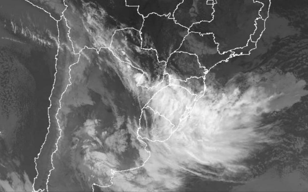 Frente fria traz chuva para os três estados do Sul do Brasil Maiores volumes de chuva ocorrem no Rio Grande do Sul e instabilidade avança para Santa Catarina e o Paraná entre hoje e amanhã