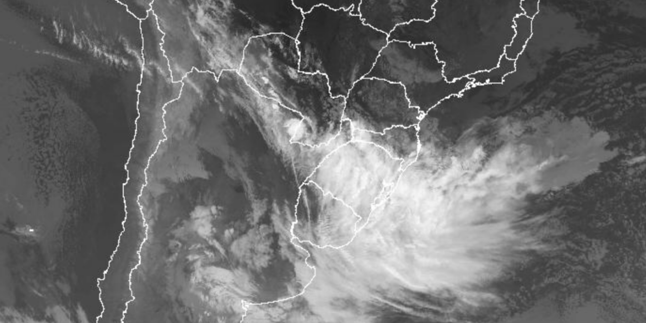 """<span class=""""entry-title-primary"""">Frente fria traz chuva para os três estados do Sul do Brasil</span> <h2 class=""""entry-subtitle"""">Maiores volumes de chuva ocorrem no Rio Grande do Sul e instabilidade avança para Santa Catarina e o Paraná entre hoje e amanhã</h2>"""