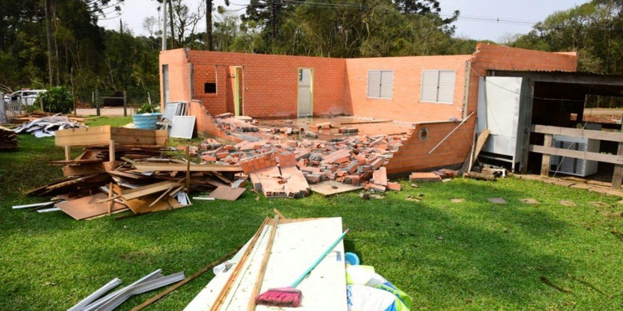 """<span class=""""entry-title-primary"""">Tornado e microexplosões atmosféricas atingiram a Serra Gaúcha</span> <h2 class=""""entry-subtitle"""">Análise da MetSul é de que diferentes fenômenos severos de vento localizado atingiram com danos a região de Caxias do Sul e dos Campos de Cima da Serra. </h2>"""