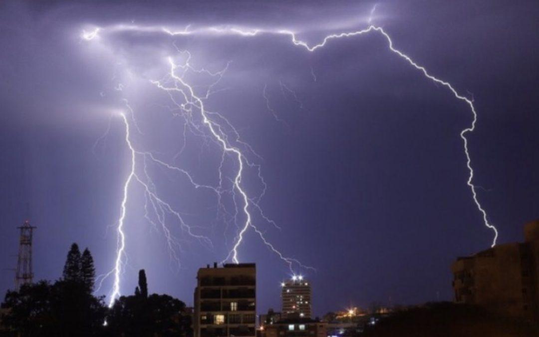 Frente fria avança pelo Sul do Brasil com chuva e temporais Instabilidade mais forte nesta terça-feira ocorre na Metade Norte do Rio Grande do Sul e em Santa Catarina