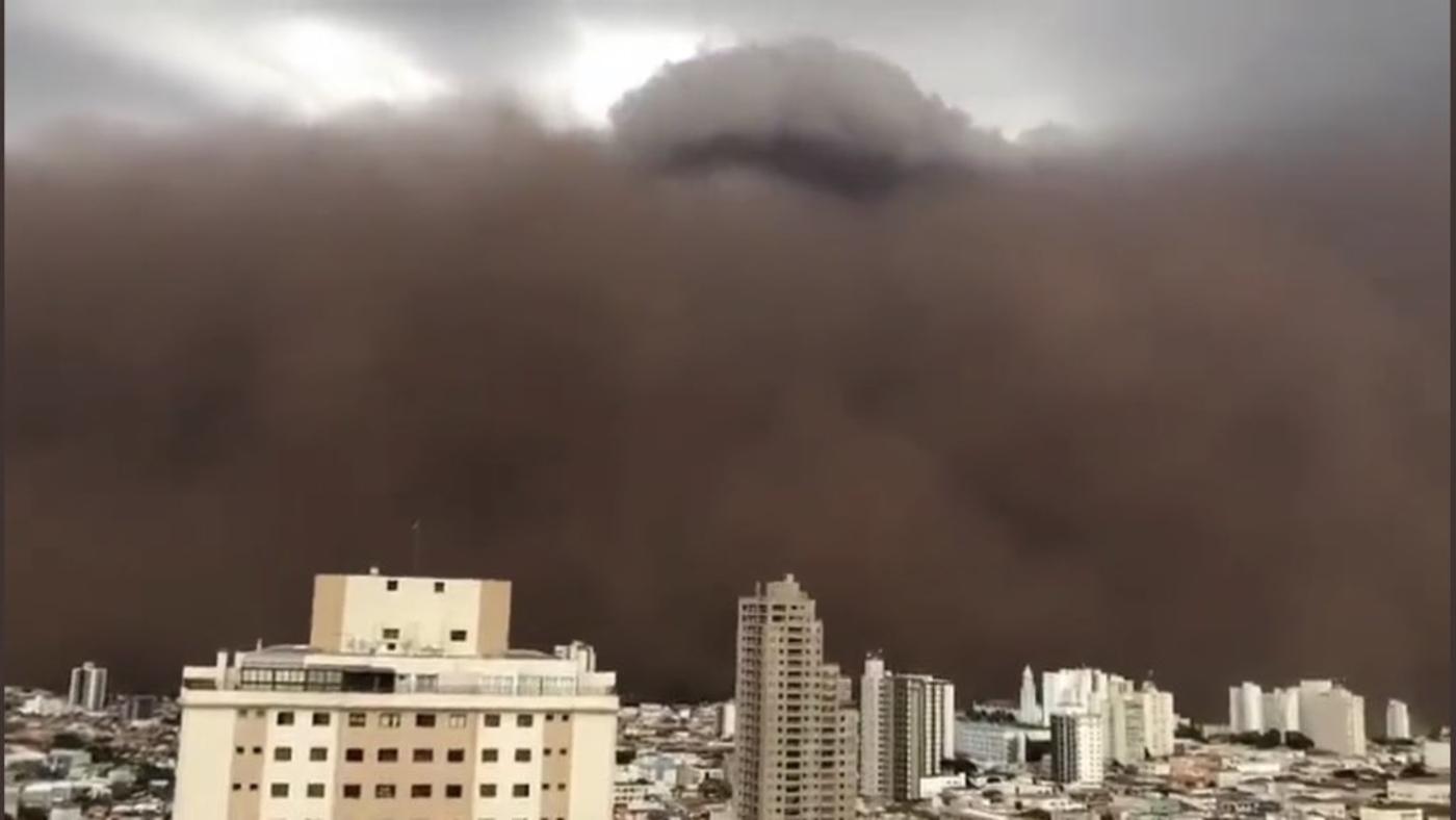 Tempestade de areia enorme assusta e faz o dia virar noite em São Paulo