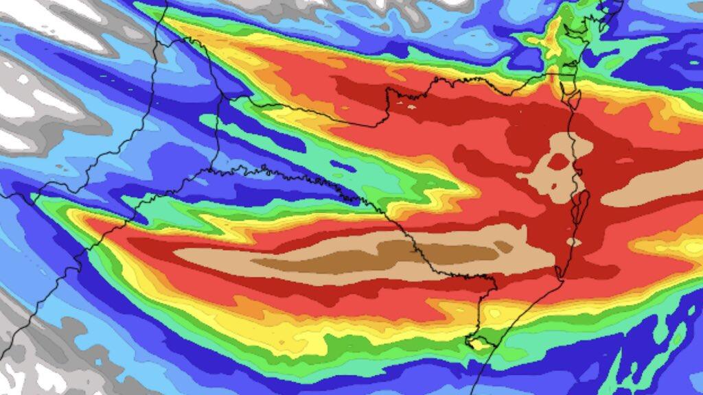 Novo episódio de chuva volumosa atingirá o Sul do Brasil Partes do Rio Grande do Sul e de Santa Catarina devem ter volumes de chuva muito altos com alagamentos e risco de deslizamentos no final desta semana