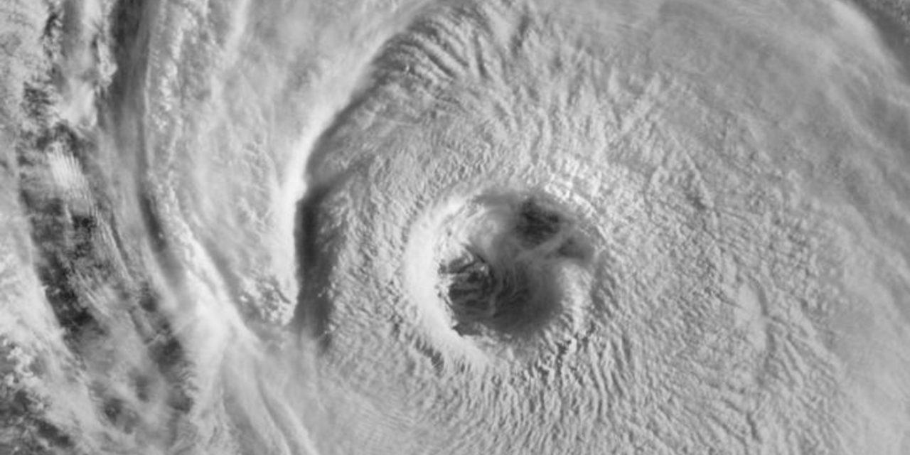 """<span class=""""entry-title-primary"""">Mais um grande furacão traz ondas de até 15 metros no Atlântico</span> <h2 class=""""entry-subtitle"""">Furacão Larry gera um enorme swell no oceano que atingirá a costa Leste dos Estados Unidos e pode chegar a estados do Norte do Brasil </h2>"""