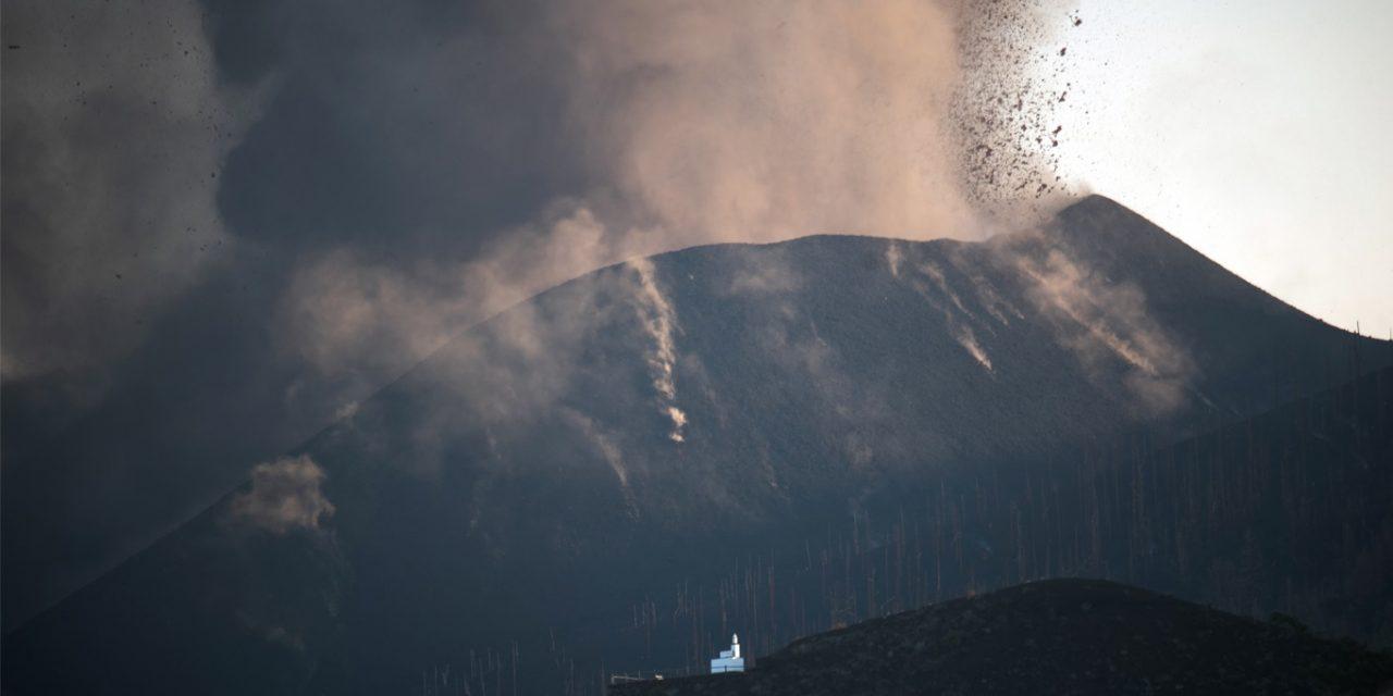 """<span class=""""entry-title-primary"""">Colapsa parte do vulcão Cumbre Vieja em La Palma</span> <h2 class=""""entry-subtitle"""">Parte do cone do vulcão Cumbre Vieja, em La Palma, colapsou nas últimas horas e um grande rio de lava se formou em direção ao oceano </h2>"""