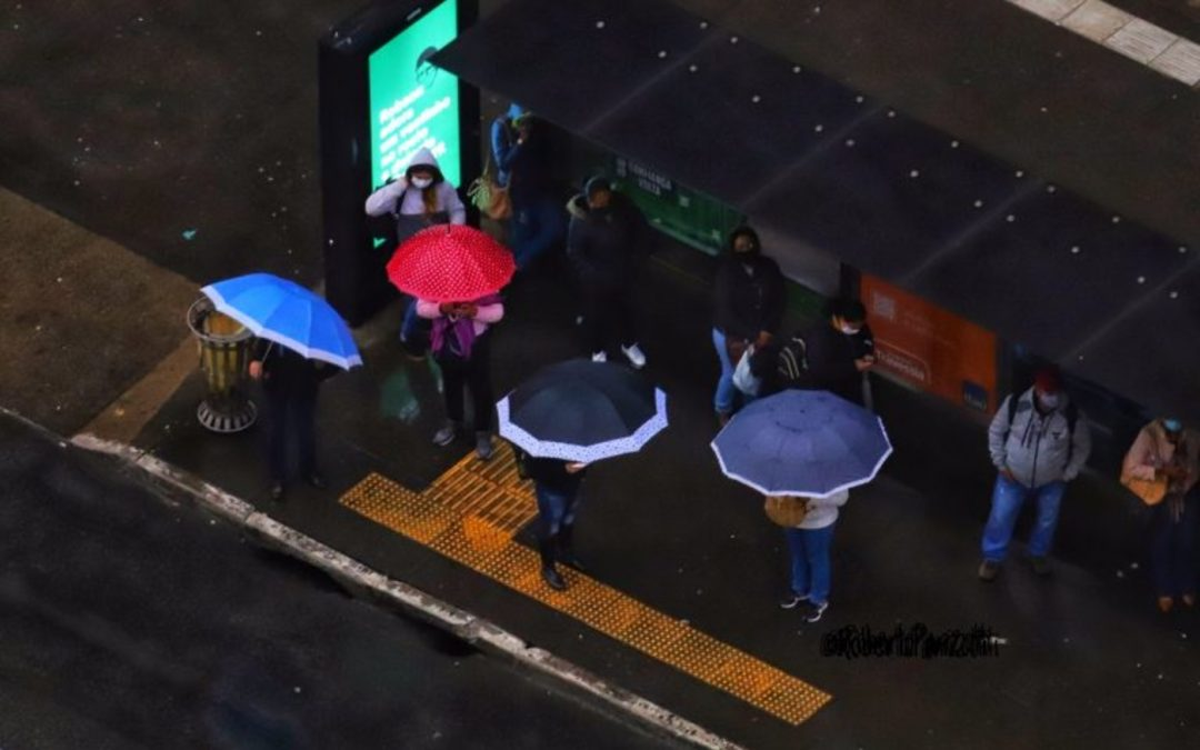 Sudeste do Brasil terá volta da chuva e dos temporais no domingo Instabilidade deve ser maior no estado de São Paulo e deve atingir ainda Minas Gerais com risco de temporais em algumas regiões