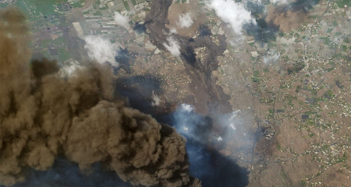 """<span class=""""entry-title-primary"""">Imagens de satélite de muito alta resolução mostram erupção do vulcão em La Palma</span> <h2 class=""""entry-subtitle"""">Erupção do vulcão Cumbre Vieja completa quase 20 dias e até o momento destruiu mais de mil casas e edificações</h2>"""