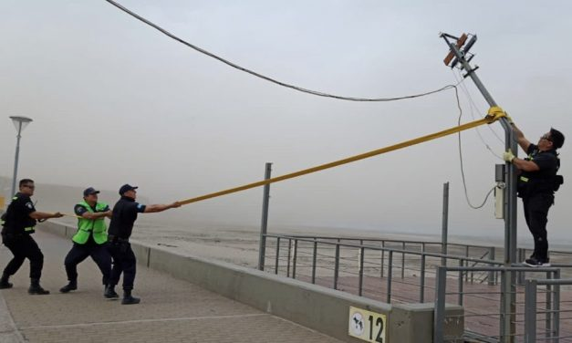 Vento com força de furacão provoca estragos na Argentina