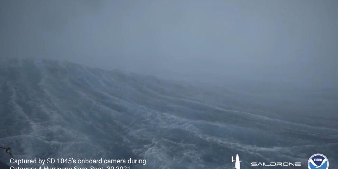 """<span class=""""entry-title-primary"""">Drones aquáticos passam a coletar dados dentro de furacões</span> <h2 class=""""entry-subtitle"""">NOAA divulgou primeiro vídeo feito por um drone aquático no centro de uma grande e intensa tempestade</h2>"""