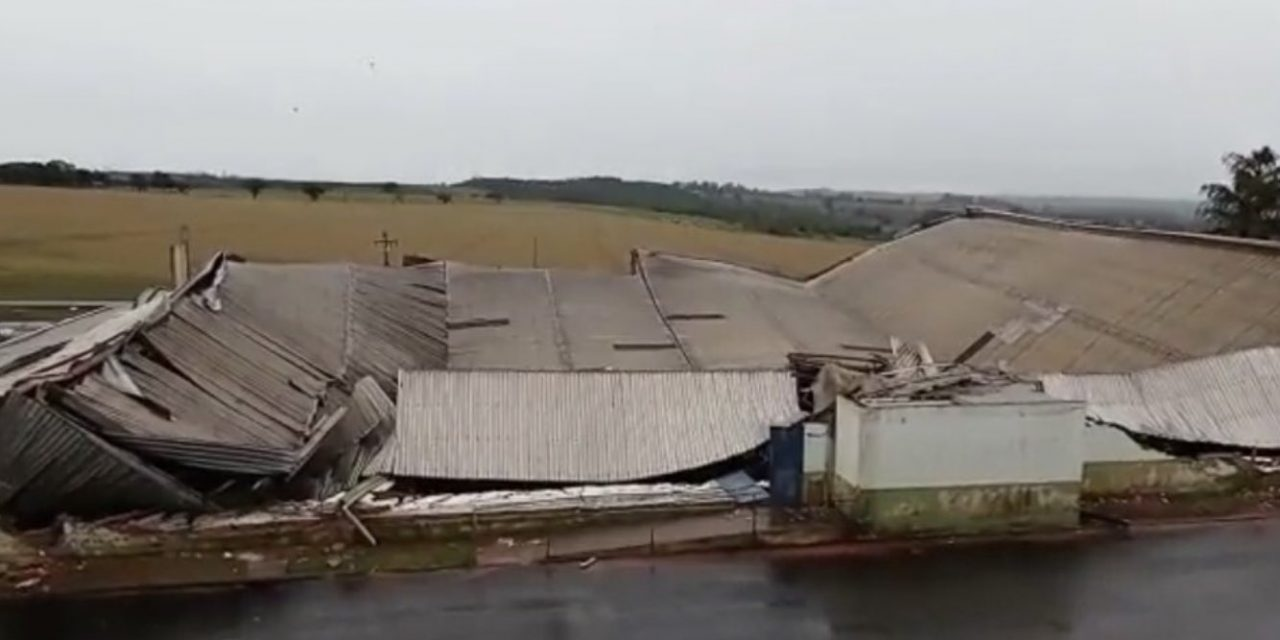 """<span class=""""entry-title-primary"""">Temporais com vento de até 130 km/h causam estragos no Paraná</span> <h2 class=""""entry-subtitle"""">Tempo severo no estado paranaense nas últimas horas foi resultado do avanço de uma frente fria pelo Sul do Brasil</h2>"""