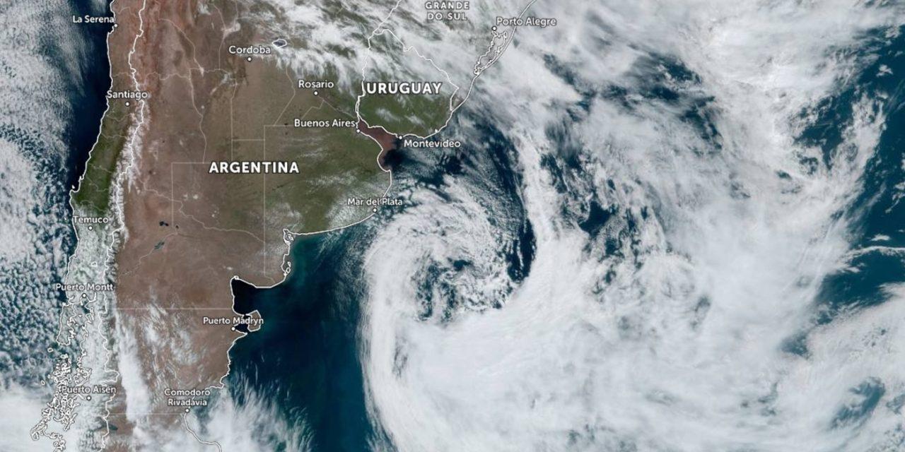 """<span class=""""entry-title-primary"""">Ciclone impulsiona massa de ar frio que trará geada isolada</span> <h2 class=""""entry-subtitle"""">Ciclone extratropical atua no Leste da Argentina e massa de ar frio marca o começo da semana no Sul do Brasil </h2>"""