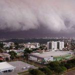 Tempestade faz estragos em Foz, Londrina, Cascavel e outras cidades do Paraná
